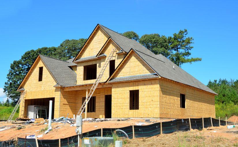 Adekwatnie z aktualnymi nakazami nowo stawiane domy muszą być energooszczędne.